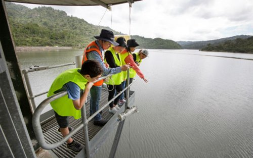 Watercare dam engineer Jessan Revalde shows Silverdale Primary School children how the Van Dorn water sampler works at the Lower Huia Dam valve tower.